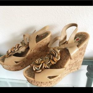 Two Lips tan wedges